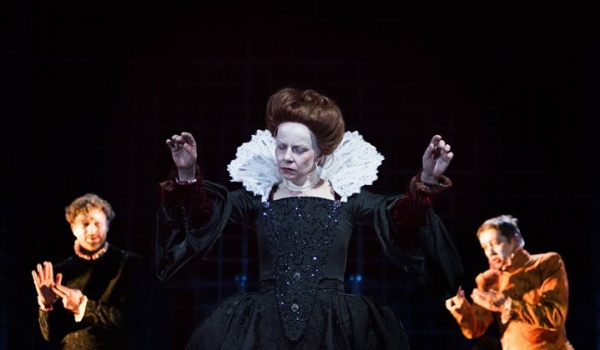 Going. | Mary Stuart - Teatr Ateneum
